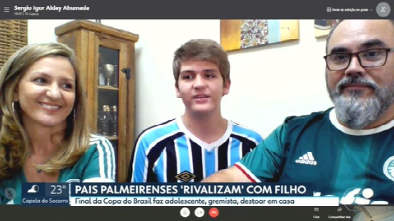 Pais palmeirenses 'rivalizam' com filho gremista na final da Copa do Brasil