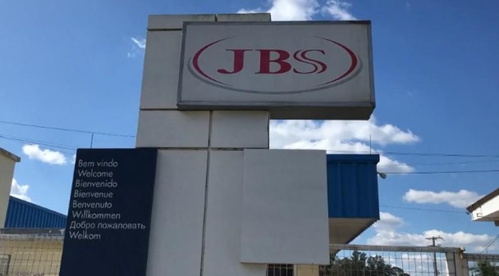 Unidade da JBS em Passo Fundo — Foto: Reprodução/RBS TV