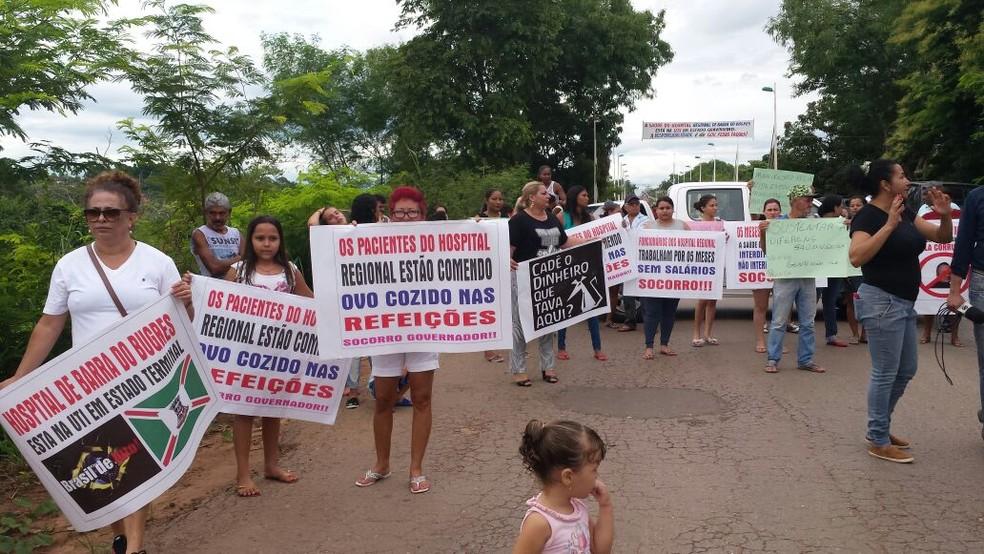 Moradores carregaram faixas e cartazes (Foto: Sheila Capistrano/Arquivo Pessoal)