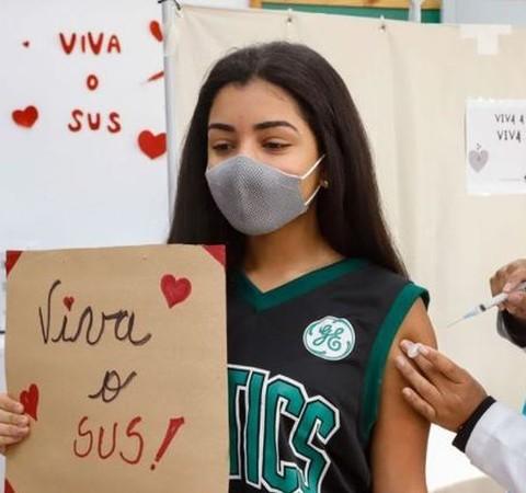 Vacinação de adolescentes: quais são as orientações no Brasil e no exterior