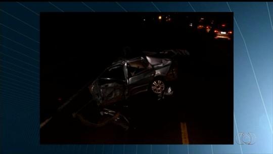 Jovem inabilitada morre ao bater carro que dirigia em carreta, diz PRF