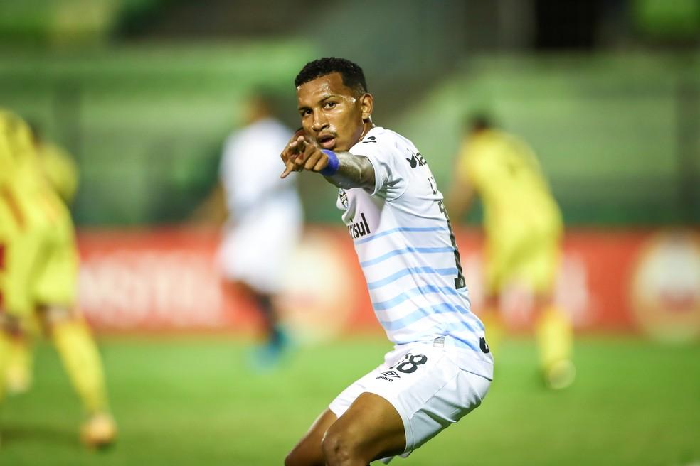 Léo Chú comemora seu gol pelo Grêmio diante do Aragua na Sul-Americana — Foto: Lucas Uebel/DVG/Grêmio