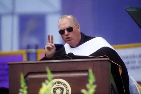 Michael Keaton em seu discurso (Foto: Reprodução twitter)