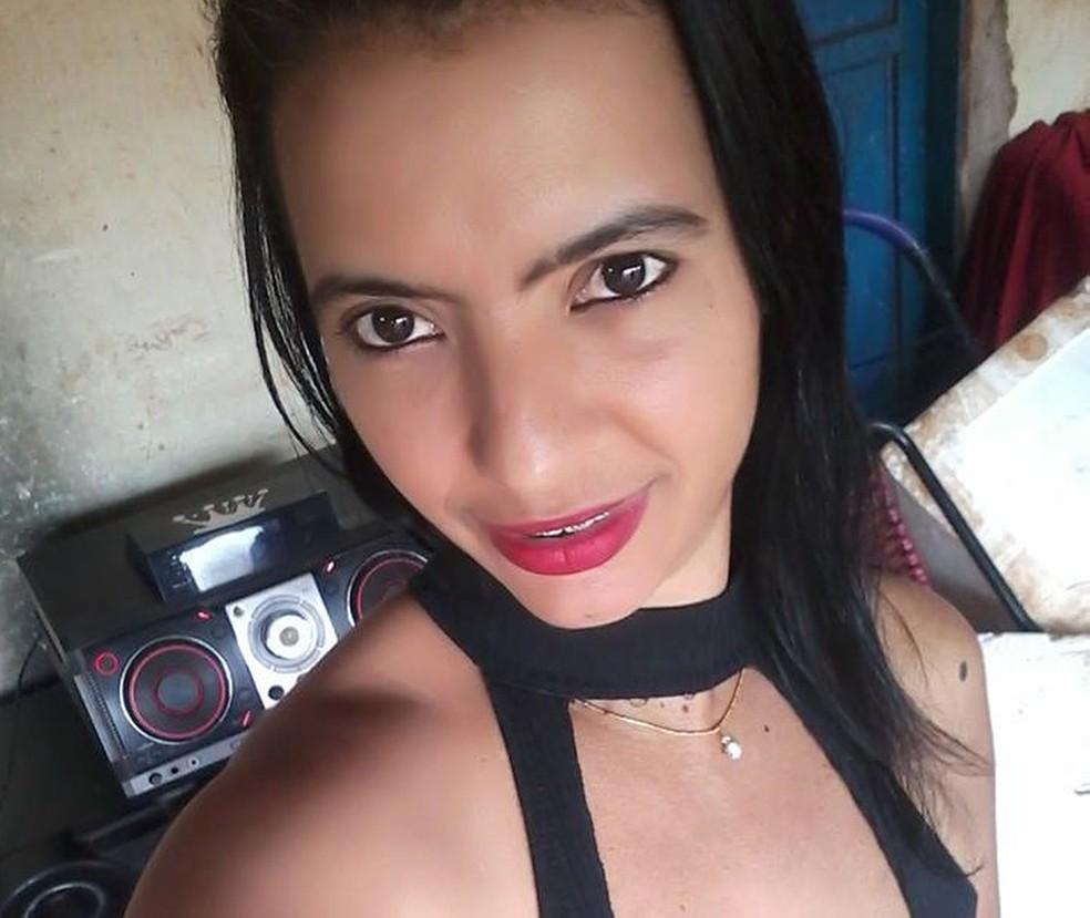 Carla foi morta atropelada no sábado (9) em MS  — Foto: Facebook/Reprodução