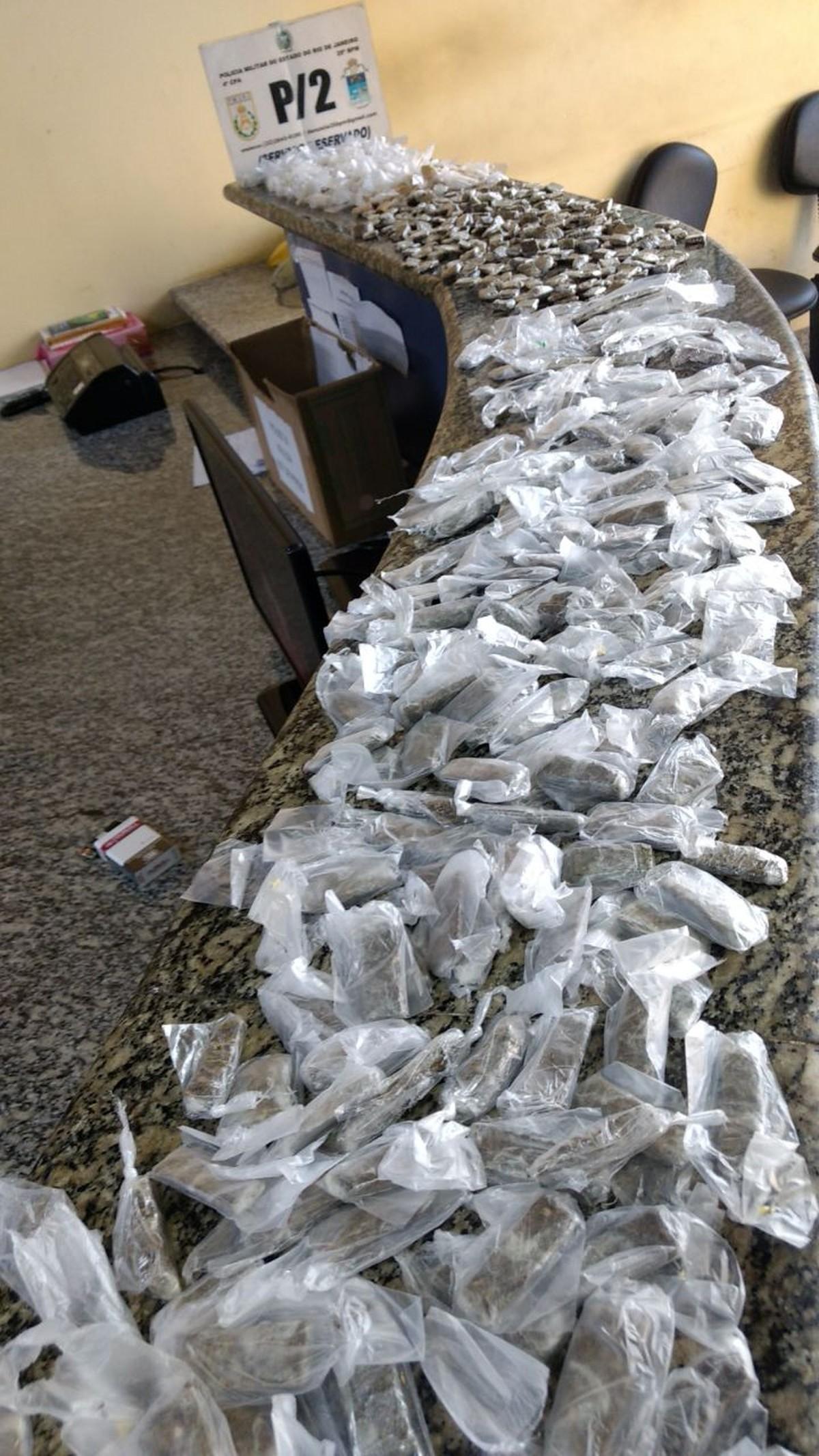 Homem é detido com carga de maconha e cocaína no Porto do Carro, em São Pedro da Aldeia, no RJ