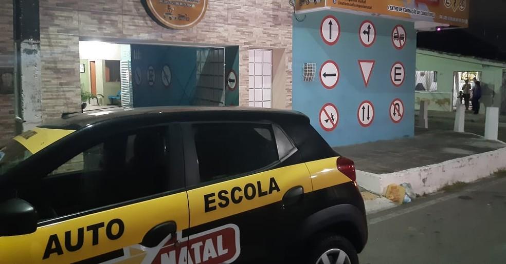 Autoescola foi assaltada em Cidade da Esperança em Natal — Foto: Sérgio Henrique Santos/Inter TV Cabugi