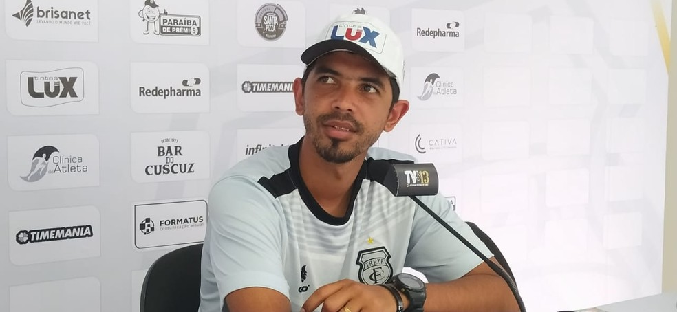 Renan Barros falou sobre a preocupação com lesões na retomada das atividades no futebol paraibano — Foto: Bruno Rafael / Rádio CBN Campina