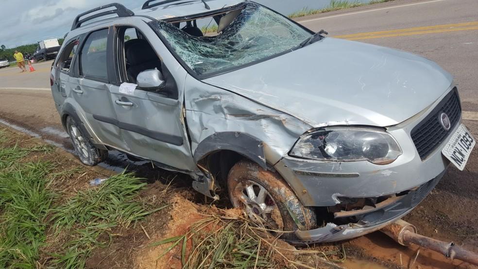 Carro saiu da pista por causa de aquaplanagem (Foto: PRF/Divulgação)