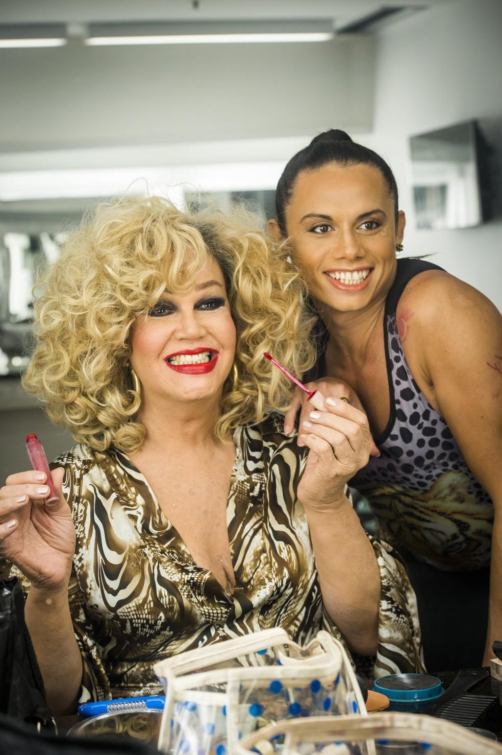 Elis Miranda (Silvero Pereira) e Jane di Castro em 'A Força do Querer' — Foto: João Miguel Júnior/Globo