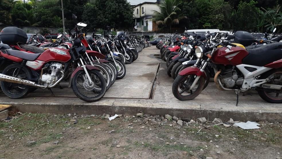 Motos que estão retidas no pátio da PRF no ES — Foto: Divulgação/PRF-ES