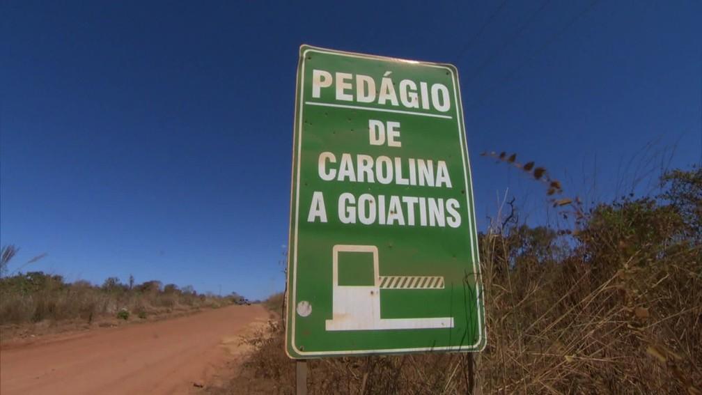 Pedágio em uma estrada de terra, sem nenhuma estrutura, deixa população indignada (Foto: Reprodução)