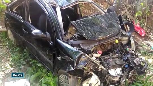 Carro com seis familiares cai em barranco e três morrem em Fundão, no ES