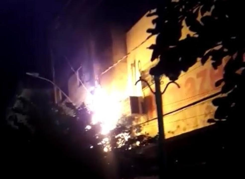 Poste pega fogo na área central de Santarém e preocupa moradores  — Foto: Reprodução/Redes sociais