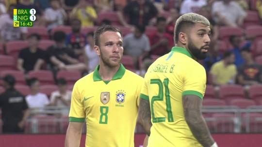 Três anos depois, Gabigol volta a entrar em campo com a camisa da seleção brasileira