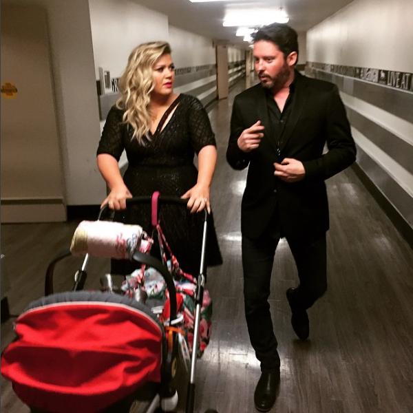 A cantora Kelly Clarkson com seu marido e um dos filhos (Foto: Instagram)