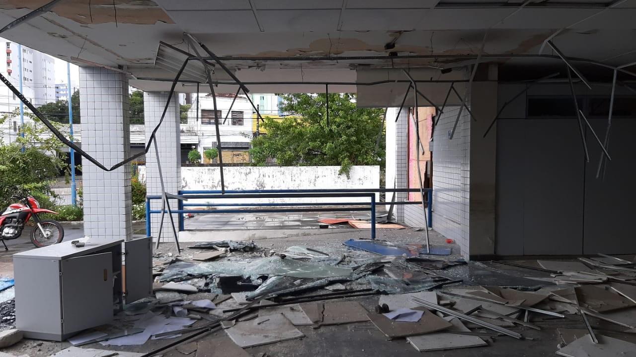 Agência do INSS é depredada e tem fios de cobre roubados na Encruzilhada