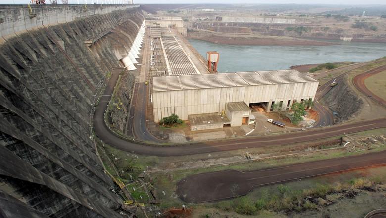 Vista da hidrelétrica de Itaipu, em Foz do Iguaçú, Brasil, em 2007 (Foto: Paulo Whitaker/Reuters)