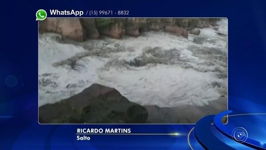 Água escura em trecho do Rio Tietê em Salto chama a atenção de moradores; vídeo