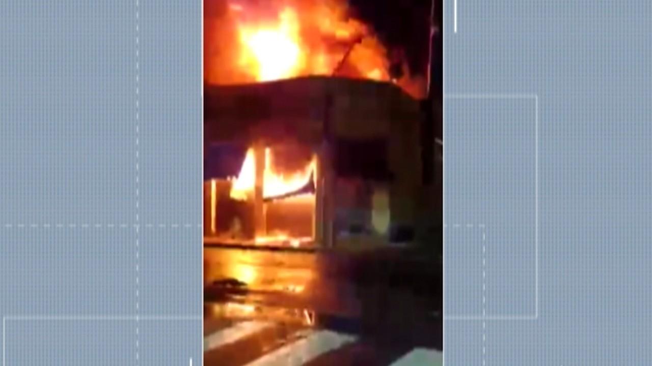 Incêndio atinge loja de tecidos no Centro de Mogi das Cruzes