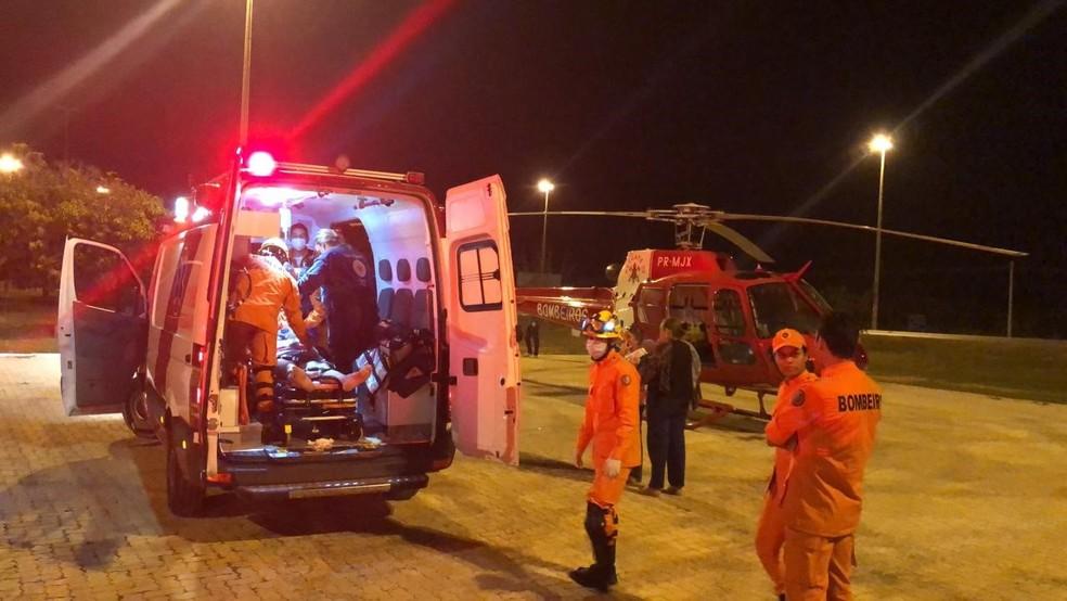 Ex-deputado distrital Juarezão (PSB) é socorrido pelo Corpo de Bombeiros após acidente — Foto: Corpo de Bombeiros/ Divulgação