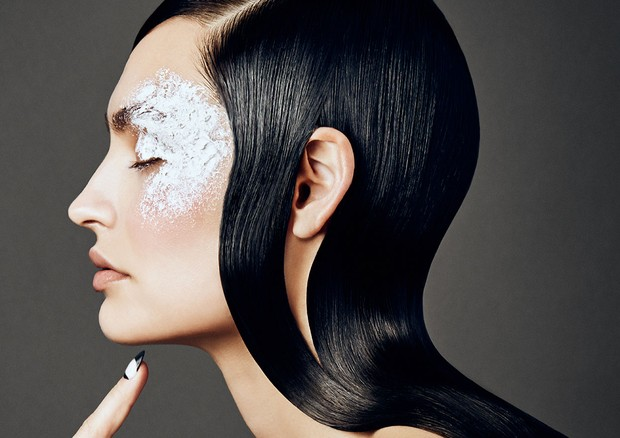 Mantenha a pele linda e radiante durante o inverno (Foto: Sophy Holland/maquiagem por Misha Shahzada)