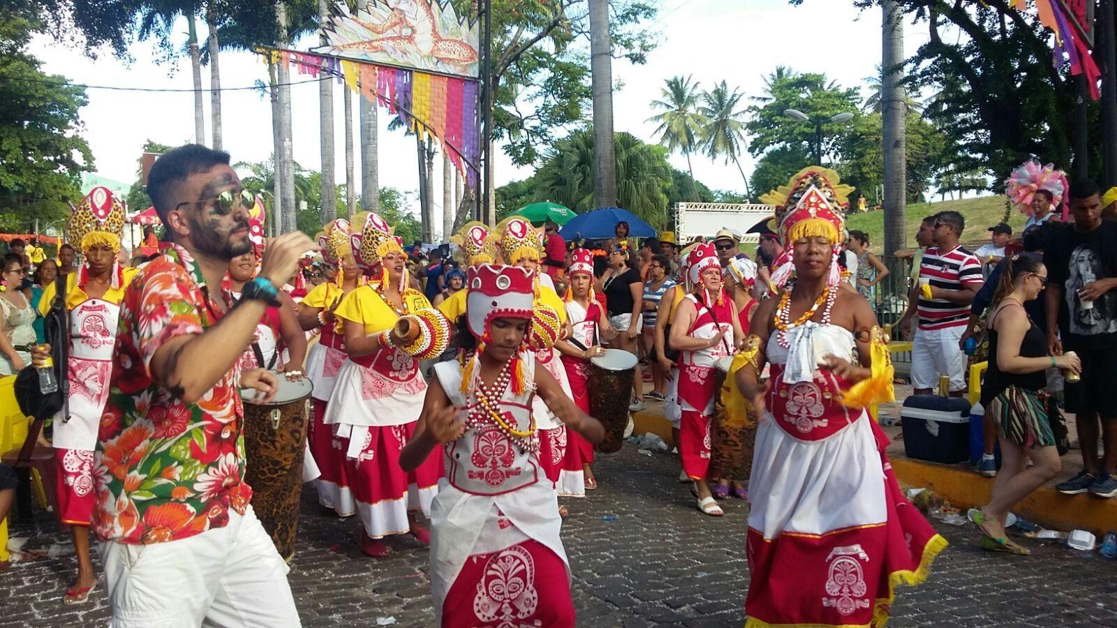 Encontro Estadual de Afoxés celebra 20 anos com cortejo e homenagem em Olinda