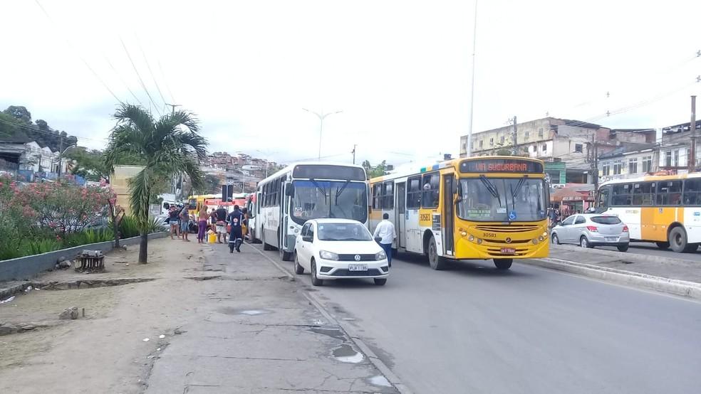Caso ocorreu na Av. Suburbana, altura do bairro do Lobato — Foto: Cid Vaz/TV Bahia
