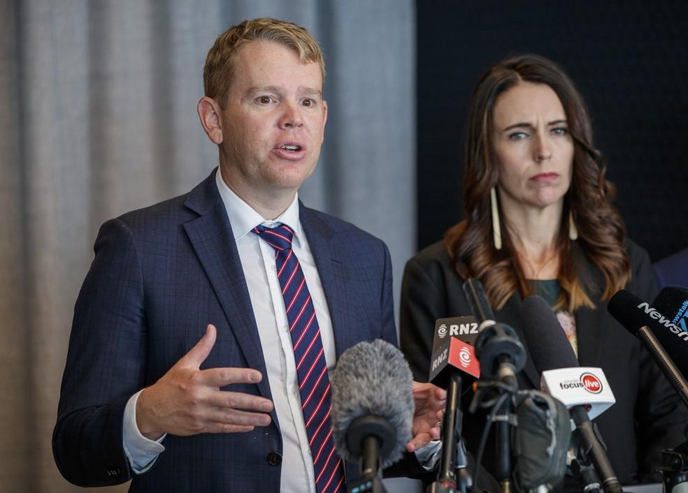 Ministro da Resposta à Covid-19, Chris Hipkins, e a Primeira Ministra da Nova Zelândia, Jacinda Ardern — Foto: Getty Images