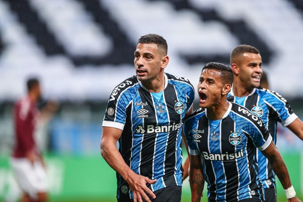 Diego Souza e Everton marcaram na final contra o Caxias — Foto: Lucas Uebel/Divulgação Grêmio