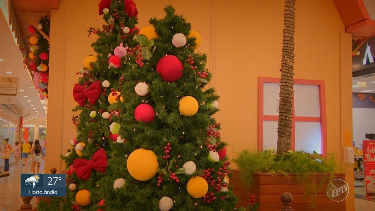 Veja imagens de shopping de Campinas decorado para o Natal