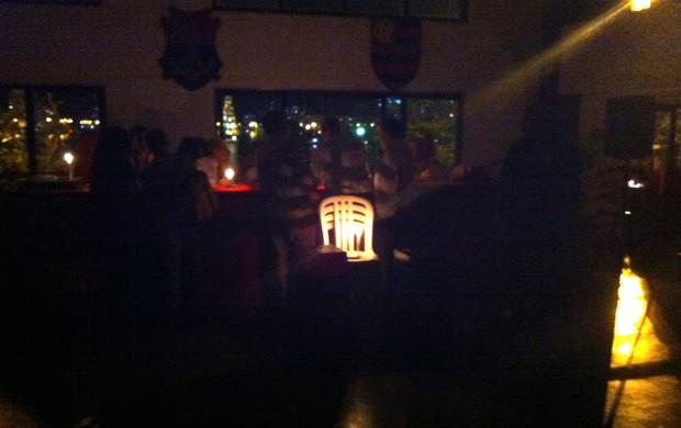 Sem energia, votação para Conselho do Fla acontece à luz de velas
