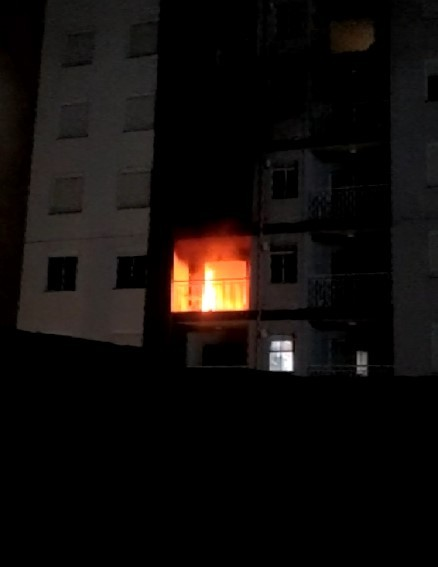 Incêndio atinge apartamento e assusta moradores de condomínio no Taquaral, em Campinas