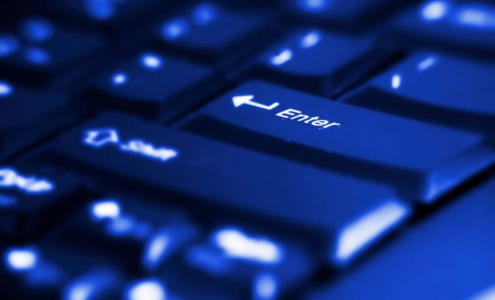 Denúncia de crimes cibernéticos pode ser feita on-line em alguns casos, mas processo varia bastante. — Foto: Vivek Chugh/Freeimages