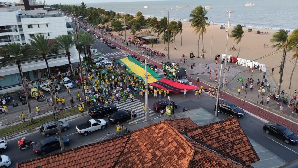 Grupo faz manifestação em defesa do governo Bolsonaro e contra STF, em João Pessoa — Foto: Hebert Araújo/TV Cabo Branco