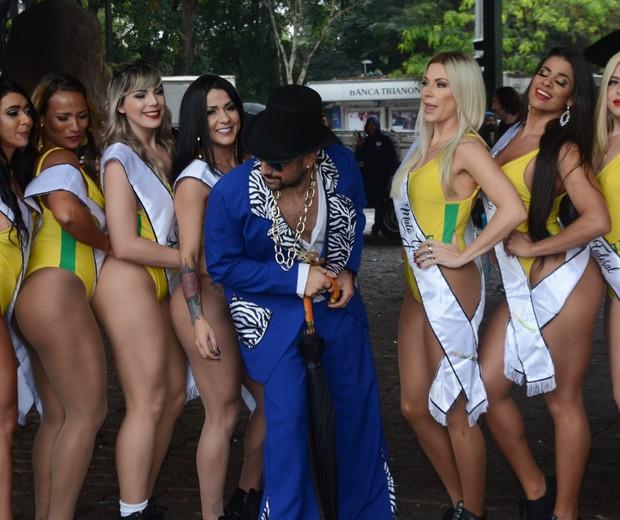 Kaysar comanda corrida de candidatas a Miss Bumbum 2018 (Foto: AgNews/Eduardo Martins)
