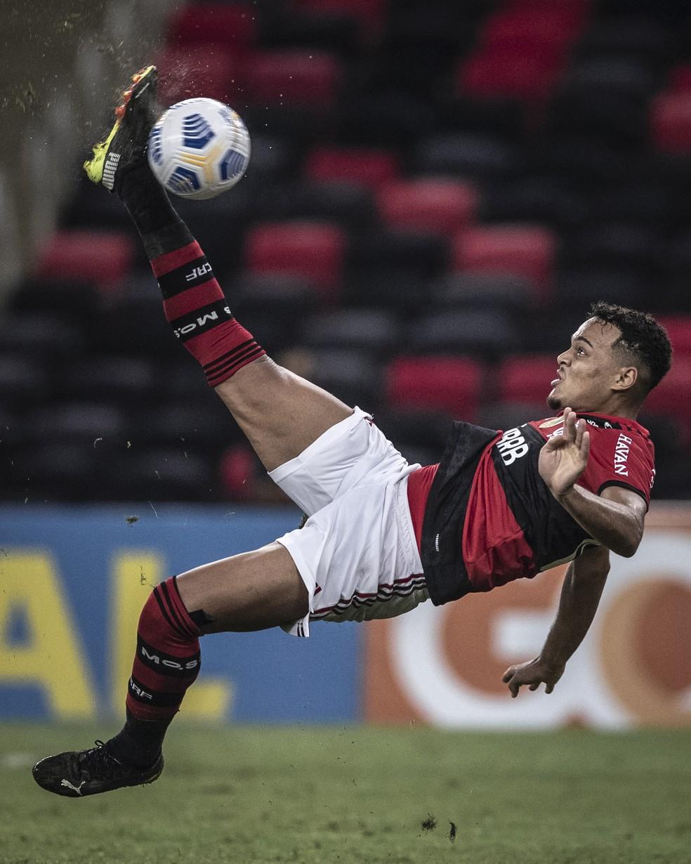 Golaço de Rodrigo Muniz contra o Bragantino — Foto: Pedro Martins / Foto FC