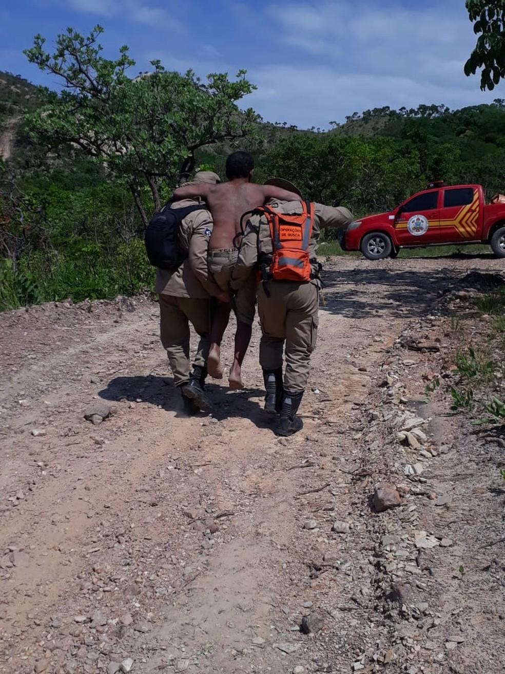 Homem foi resgatado nesta segunda-feira (11) depois de ficar perdido por seis dias em uma região de mata no Coxipó do Ouro, em Cuiabá — Foto: Corpo de Bombeiros de Mato Grosso/Divulgação