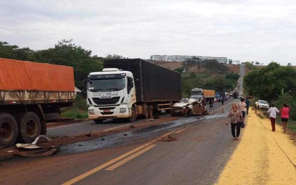 Acidente com 11 veículos na GO-174, em Rio Verde, Goiás — Foto: Reprodução/TV Anhanguera