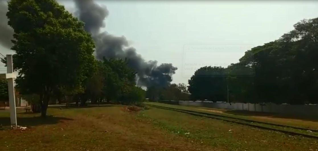 Incêndio em fábrica de cadeiras mobiliza bombeiros em Marília