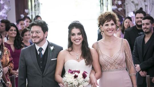 #CasamentoCobrade! Jade entra na igreja e todos se emocionam