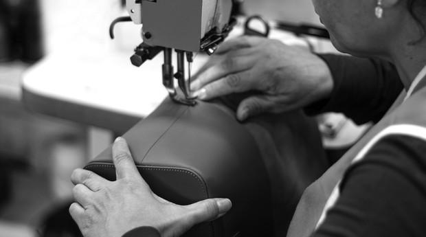 Modo de produção da Escudero, marca de couro 100% brasileira (Foto: Divulgação)