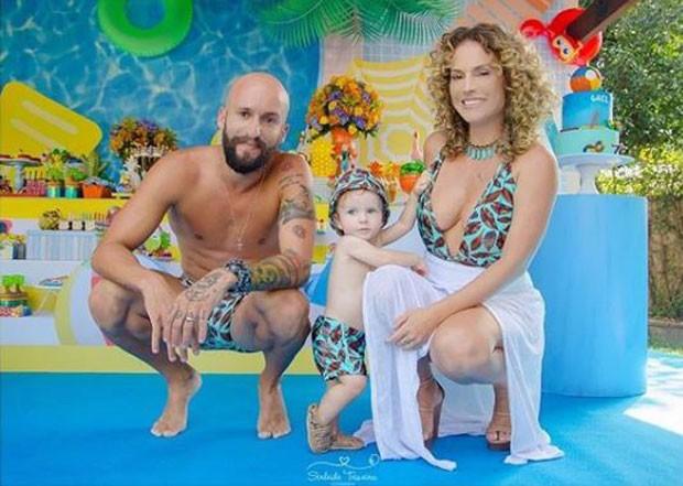 Maíra Charken e Renato Antunes com Gael  (Foto: Reprodução/Instagram)
