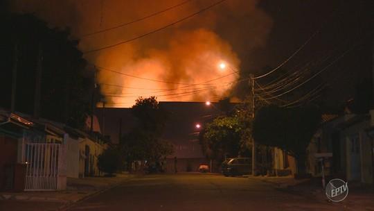 Incêndio atinge galpões em condomínio de empresas em Hortolândia