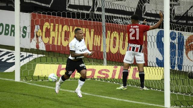 Otero marca para o Corinthians