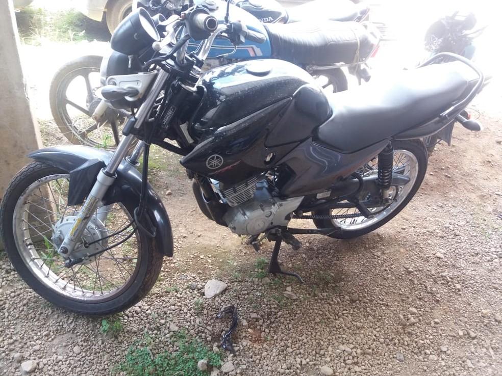 Motocicleta utilizada pelo 'Motoqueiro Fantasma' para abordar as vítimas de Carandaí — Foto: PCMG/Divulgação