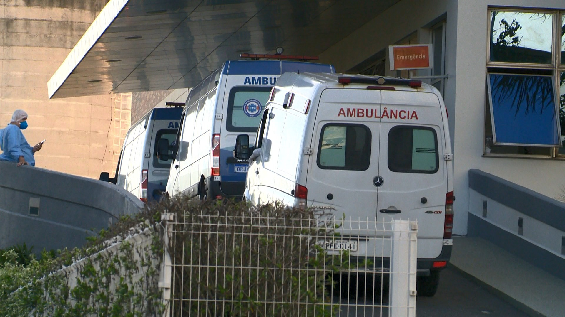 Pacientes com suspeita de Covid-19 esperam até três horas para dar entrada no Vila Velha Hospital