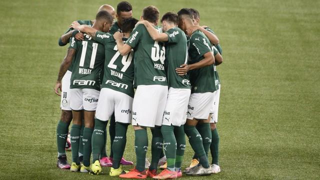 Time do Palmeiras antes do início do clássico contra o Santos