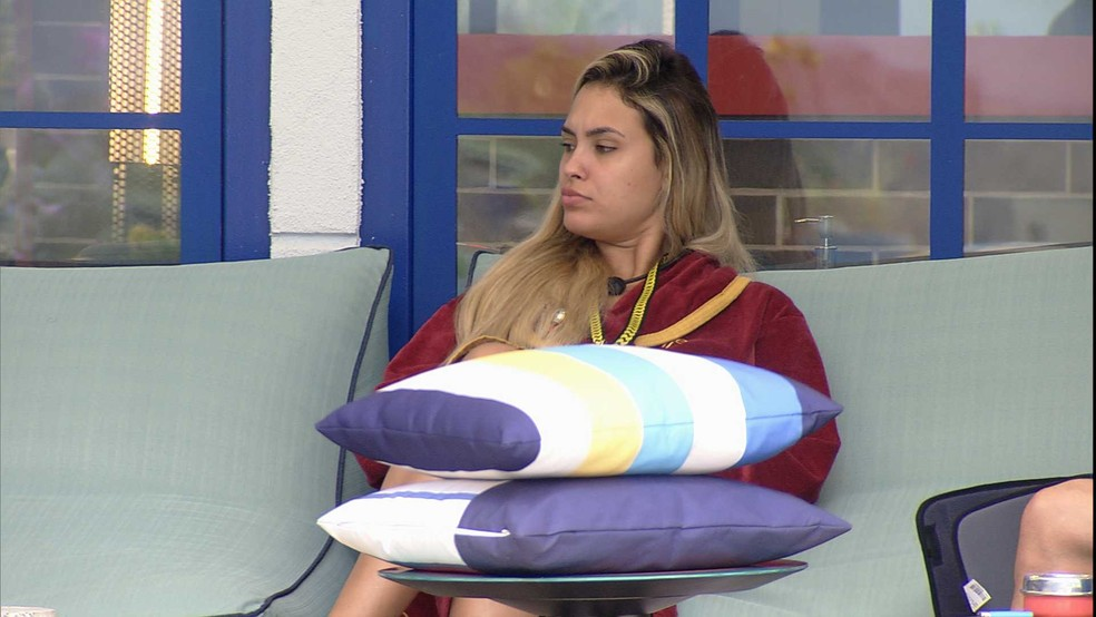 Em conversa com Gilberto e Caio, Sarah revela quem deve mandar ao Paredão — Foto: Globo
