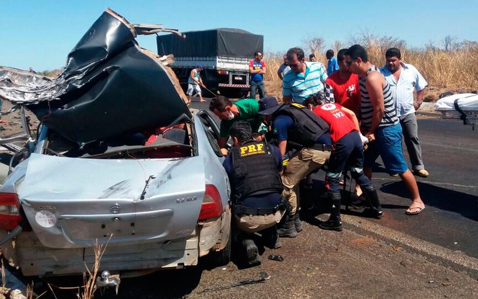 Acidente ocorreu em trecho da BR-242, em Cristópolis (Foto: Ivonaldo Paiva / BlogBraga)