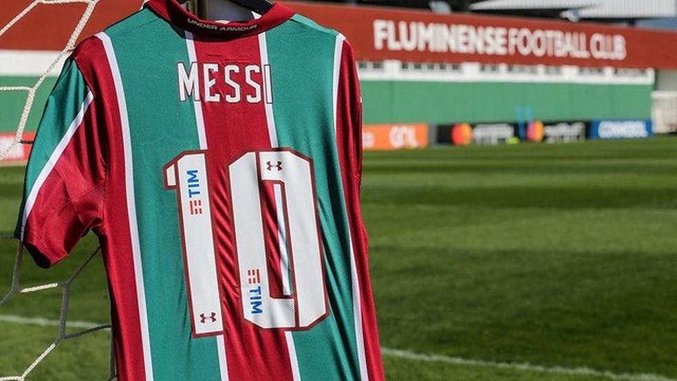 Camisa do Fluminense personalizada com o nome de Messi — Foto: Reprodução